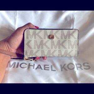 MK Wristlet/ Money and CreditCard Holder.